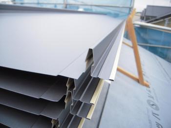 ガルバリウム鋼板立てハゼ葺き (2).jpg