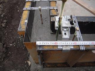 立上りコンクリート打ち―ボルト設置.jpg